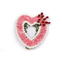 Arreglos funerarios. Corazón de claveles